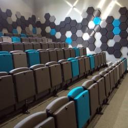Trybuny składane teleskopowo z siedziskami uchylnymi grawitacyjnie tapicerowanymi  ST-50