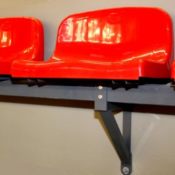 Seat with medium backrest, mounted on the steel structure