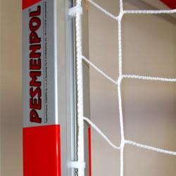 Plastic handle fixing the net in aluminum profile