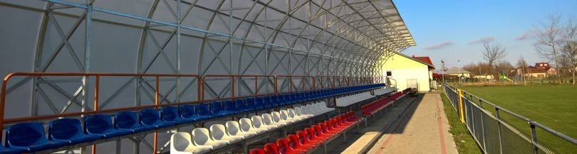 The roofing of the tribune for outdoor facilities